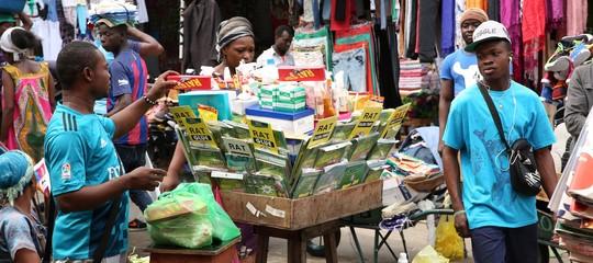 """La """"droga deisupereroi"""" flagella i liceali in Gabon"""