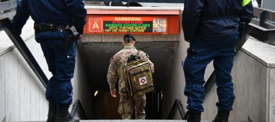 """Militare dell'Esercito di """"Strade sicure"""" suicida in metro a Roma"""