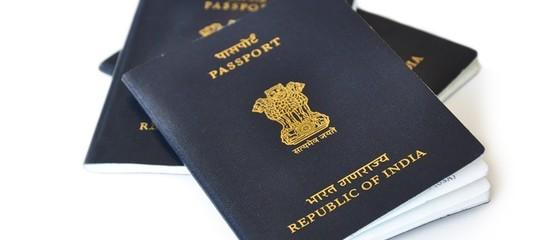 Il passaporto indiano che cambia colore se non hai diploma