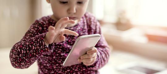 Nientesmartphoneai bambini fino a 9 anni, dicono gli psicologi