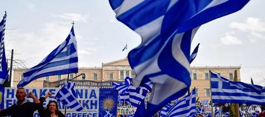 """Grecia: migliaia in piazza per un nome, """"La Macedonia è greca"""""""