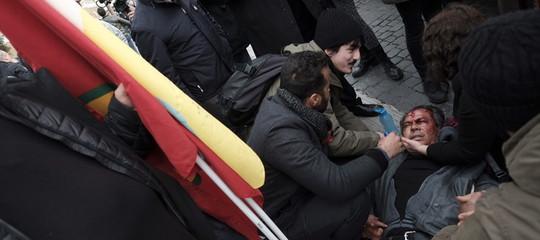 Erdogan a Roma: scontri con la polizia al sit-in dei curdi, 2 fermi