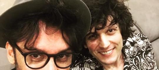 ErmalMeta e Fabrizio Moro sospesi dalla gara, ma il loro brano è primo in radio