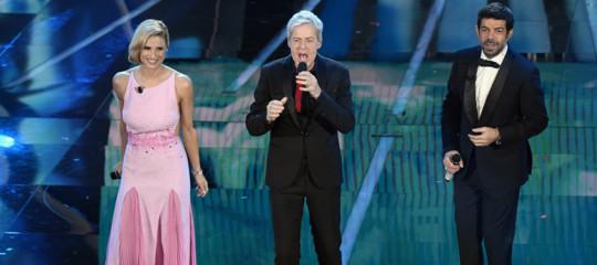 == Sanremo:decolla 4^serata, 10,1mln e 51,1%,più alto dal 1999