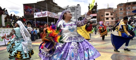 Bolivia: esplode bombola durante il carnevale di Oruro, almeno 8 morti