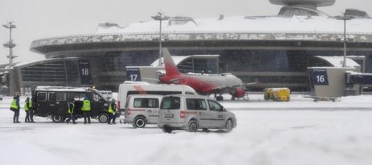 """Aereo di linea precipita a Mosca, """"nessun sopravvissuto tra i 71 a bordo"""""""