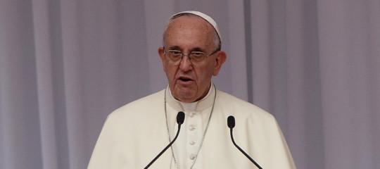 Papa: la tratta è un crimine contro l'umanità