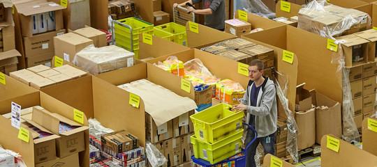 Amazonsta licenziando centinaia di dipendenti