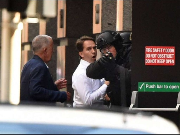 Sydney police end cafe siege