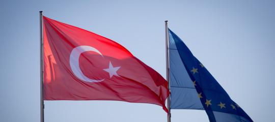 Turchia: ergastolo per 6 giornalisti