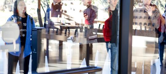 Appleha un nuovo quartier generale in vetro, e un problema: i dipendenti ci sbattono contro