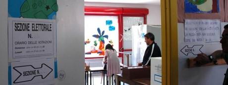 Elezioni voto seggio elettorale affluenza alle urne