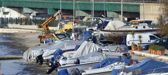 La lenta agonia del porto di Taranto