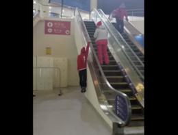Ecco come un olimpionico sale le scale mobili (ma voi non fatelo)