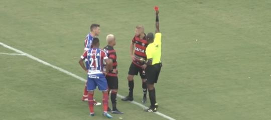 Nel 'derby della pace' in Brasile sono stati espulsi 9 giocatori