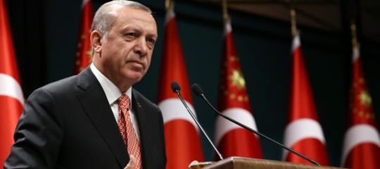 Perché Sarajevo ha deciso di togliere la cittadinanza onoraria aOrhanPamuk, premio Nobel turco