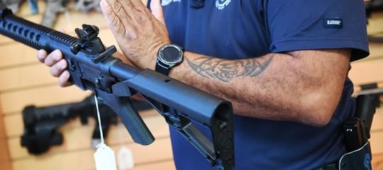 Come funziona lo strumento da 100 dollari che trasforma un fucile in un mitra
