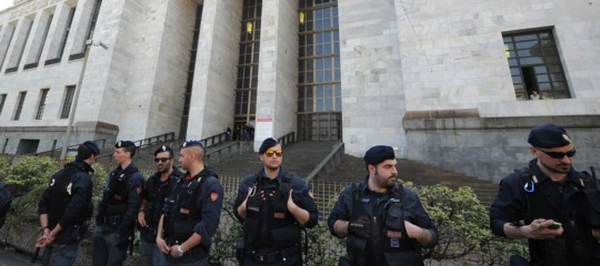 La guerra nella Procura di Milano raccontata daIacona