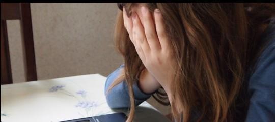 Bullismo: 12enne presa a pugni dal compagno di classe nel Siracusano