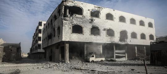 Siria: bombe su Ghouta Est,21 civili morti