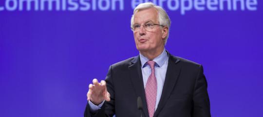 Strappare condizioni accettabili all'Ue, evitare un nuovo referendum. La doppia sfida diTheresa
