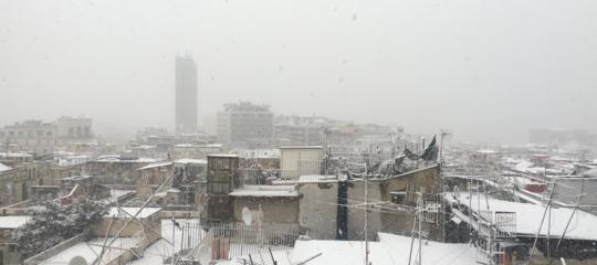 Maltempo: nevicata su Napoli, imbiancato anche il lungomare