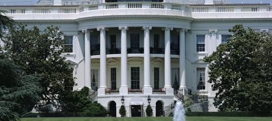 Trump: Casa Bianca, riceverà Macronil prossimo 24 aprile