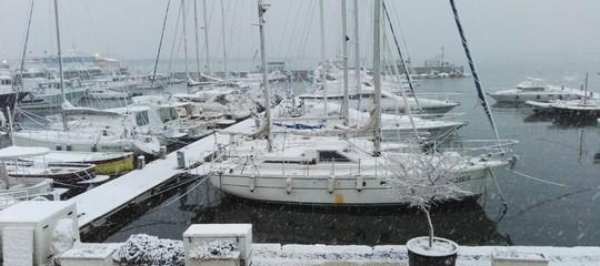 A Napoli non nevicava così tanto da 62 anni. La situazione alle 15
