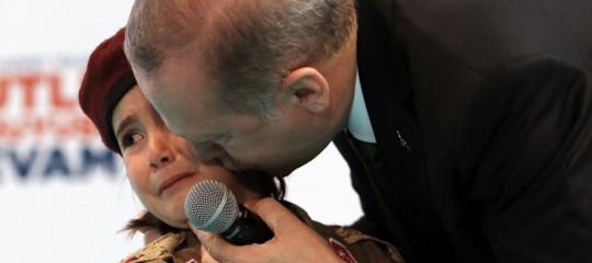Erdoganha fatto piangere una bambina augurandole di morire da martire