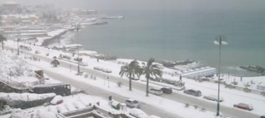 Maltempo: nevica a Genova, imbiancato il Golfo Paradiso