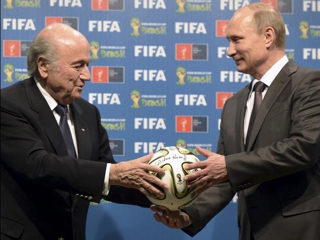 """Bufera Fifa, Putin contro gli Usa """"E' una trappola tesa a Blatter"""""""