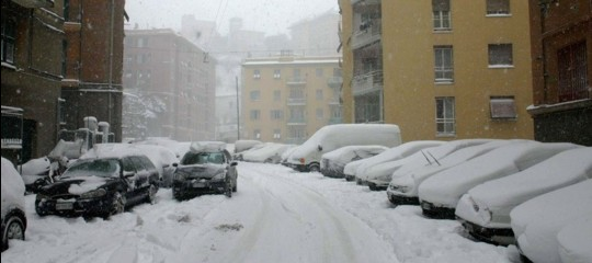 Nevicate suFirenze, Genova e Bologna, scuole chiuse a L'Aquila