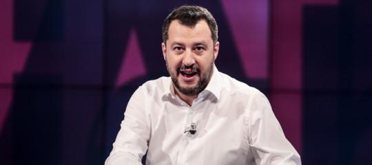 Elezioni: Commissione Ue attacca Salvini, i suoi tweet andrebbero cancellati
