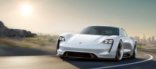 Con la Ev,Porscheconta di mettersi alle spalle la Model S di Tesla
