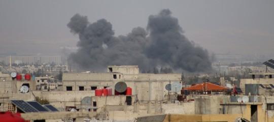 Siria: bombardamenti nella notte su Ghouta est, morti e feriti