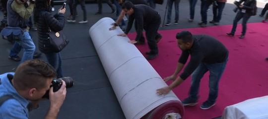 Il tappeto rosso degli Oscar in realtà non è rosso