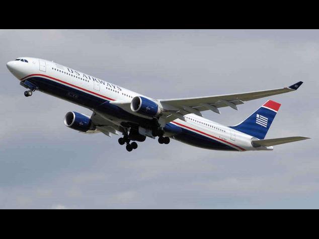 Atterraggio d'emergenza a Fiumicino, malore in volo per 13