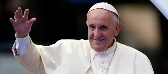 """Migranti, il Papa: """"Dialogo aperto con governi, rispettino patti"""""""