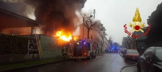 Incendio in una cartiera a Cologno, nessun ferito
