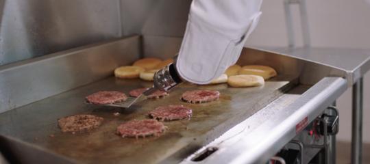 Il robot cucina-hamburger è stato messo a riposo dopo appena 24 ore di lavoro