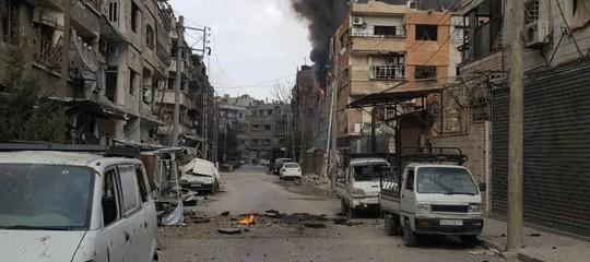 """Le vite senza luce dei """"nati sotto le bombe"""" di Damasco"""