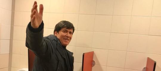 L'etica dell'Uomo Ragno e la foto di Gianni Morandi nella toilette