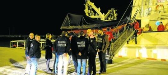 Per quali ragioni la nave di una Ong è sotto sequestro a Catania
