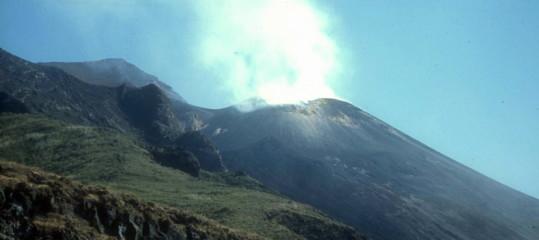 Stromboli: intensa sequenzaesplosiva, cenere sparata a 350 metri
