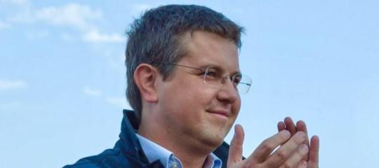 A Gallarate un sindaco leghista si è 'liberato' dei migranti. Pagandogli il biglietto