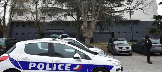 Terrorista Isis prende ostaggi in un supermercato a Trebes: ucciso dopo il blitz