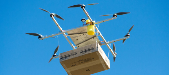 Amazonlavora su droni-postini per consegne entro mezz'ora. Li vedremo mai?