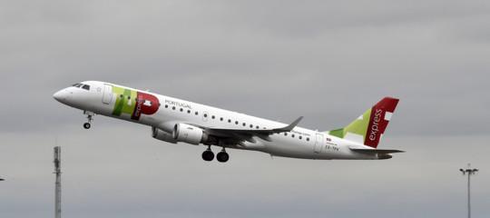 Il co-pilota è ubriaco: fermato il volo con 100 passeggeri a bordo Stoccarda-Lisbona