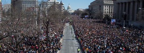 Le immagini degli 800.000 che hanno invaso Washington per dire stop alle armi