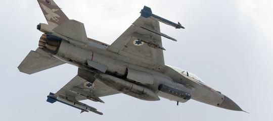 Aerei israeliani hanno bombardato obiettivi Hamas a Gaza